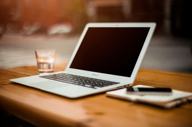 Laptop-on-office-desk